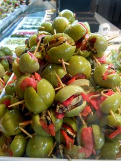 Olives stuffed with clams and roasted red peppers - Cuisine de Provence: More than Tapas - a Weekend in Madrid Tapas Menu, Tapas Party, Spanish Appetizers, Appetizers For Party, Spanish Cuisine, Spanish Food, Finger Food Catering, Mezze, Olives