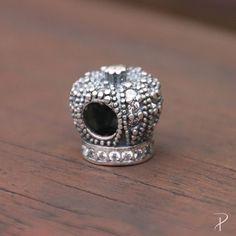 Para princesas e rainhas que estão em busca de uma coroa para chamar de sua!    Este berloque você garante pelo código 634013 [R$115]
