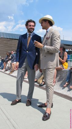 Gennaro Annunziata at PITTI 86 Visual Merchandiser, styling and still life designs Dress Suits For Men, Mens Suits, Men Dress, Gentleman Mode, Gentleman Style, Mode Masculine, Elegant Casual Men, Tuxedo For Men, Men Looks