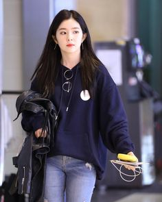 Rv- irene airport style uploaded by babs on we heart it Seulgi, Kpop Fashion, Korean Fashion, Fashion Outfits, Airport Fashion, Moda Kpop, Irene Red Velvet, Kpop Mode, Velvet Fashion