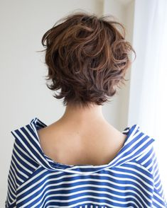 Short Shag Hairstyles, Haircuts For Fine Hair, Permed Hairstyles, Medium Shag Haircuts, Edgy Haircuts, Short White Hair, Short Hair With Layers, Short Permed Hair, Short Hair Cuts