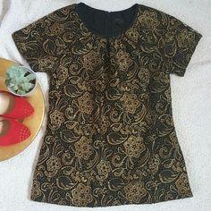 77b867ce5a91d BANANA REPUBLIC WOMEN SIZE SMALL METALLIC GOLD BLACK TOP LACE ZIPPER BACK   BananaRepublic  Embroidered