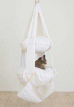 The Cat's Trapeze vit - 2 våningar 595 SEK Cat Crafts, Hanging Chair, Bassinet, Hammock, Fur Babies, Ikea, Cat Things, Feathers, Animals