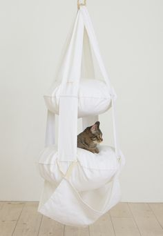 The Cat's Trapeze vit - 2 våningar   595 SEK