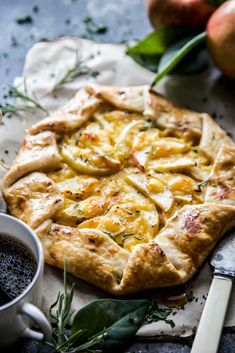 Honeycrisp Tart with Cheddar Best Cocktail Recipes, Best Salad Recipes, Apple Recipes, Best Dinner Recipes, Best Dessert Recipes, Desserts, Best Side Dishes, Side Dish Recipes, Lays Potato Chips