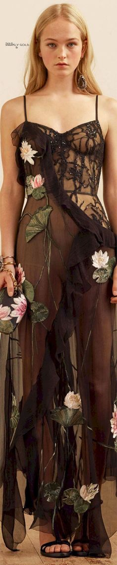 Fashion Trending 2017: 88+ Best And Beautiful Fall Floral Fashion For Pretty Women https://montenr.com/fashion-trending-2017-88-best-and-beautiful-fall-floral-fashion-for-pretty-women/