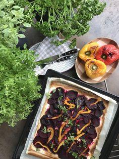 vegan recipes, beetroot tarte flambee with sweet peppers Stuffed Sweet Peppers, Beetroot, Plant Based Recipes, Beets, Side Dishes, Vegan Recipes, Breakfast, Food, Vegan Food