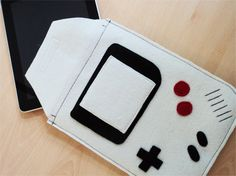 Tablet-Tasche aus Filz in Gameboy-Optik von lebanna