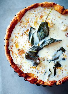 This butternut squash quiche, which is made with sage and brown butter, is an elegant autumn and winter brunch solution. Quiche Recipes, Brunch Recipes, Dinner Recipes, Quiches, Vegetarian Recipes, Cooking Recipes, Vegetarian Quiche, Eat This, Gastronomia