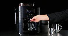 Découvrez la machine à café avec broyeur à grains de Krups Drip Coffee Maker, Guide, Kitchen Appliances, Clean Program, Hot Coffee, Diy Kitchen Appliances, Home Appliances, Coffee Making Machine, Kitchen Gadgets