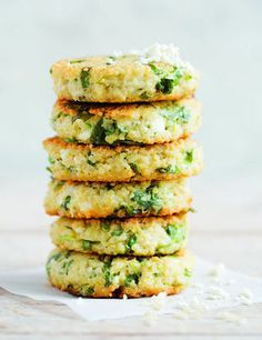 Quinoa & Cauliflower Cakes With Ramps from Vegetarian Everyday by David Frenkiel, Luise Vindahl I am going to veganize this! Cauliflower Cakes, Cauliflower Recipes, Cauliflower Patties, I Love Food, Good Food, Yummy Food, Quiches, Cookbook Recipes, Cooking Recipes