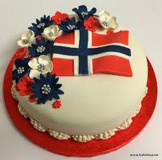 Kakebua's blogg: 17 mai Kake - Lukke valnøtt 17 Mai, Inside Cake, Flag Cake, Norwegian Food, Scandinavian Food, Swedish Recipes, Cookie Desserts, Homemade Cakes, Themed Cakes