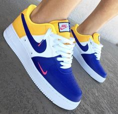 Shop Women's Nike size Sneakers at a discounted price at Poshmark. Description: BRAND NEW IN BOX W/ tags All sizes available! Dm for more info 🔥🔥🔥💧👟. Sneaker Outfits, Nike Outfits, Casual Outfits, Sneakers Mode, Sneakers Fashion, Shoes Sneakers, Green Sneakers, Gucci Sneakers, Nike Fashion