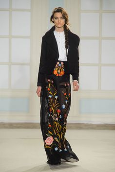 """Temperley's Sexy New Look is More Than Just Fashion Folklore: Alice Temperley hailed """"the start of a new and exciting era"""" at London Fashion Week today, leading the Temperley girl down a sexier path for Fall Moda Floral, London Fashion Weeks, Runway Fashion, High Fashion, Fashion Show, Fashion Design, Fallen London, Floral Fashion, Autumn Winter Fashion"""