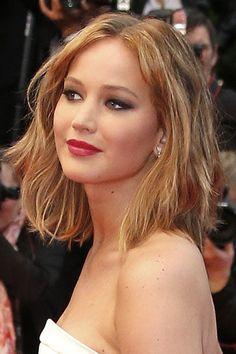 Jennifer Lawrence et son carré long aux mèche blondes au Festival de Cannes 2013. // idée coiffure après le mariage