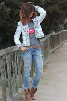 The cuff jeans with the booties love this style! Boho Outfits, Casual Outfits, Fashion Outfits, Jean Hippie, Fall Fashion Trends, Autumn Fashion, Casual Chic, Boho Chic, Estilo Hippie
