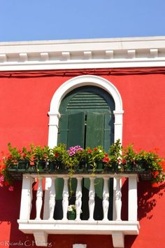 Red Haouse with balcony in Burano