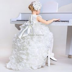 7ea3e965ebb5f robe mariage enfant fille princesse pas cher en dentelle et jupe en tulle  avec une succession