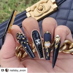 20 Trending Winter Nail Colours & Design Ideas for 2019 Glam Nails, Dope Nails, Bling Nails, Nail Swag, Colorful Nail Designs, Acrylic Nail Designs, Coffin Nails Designs Summer, Gucci Nails, Luxury Nails
