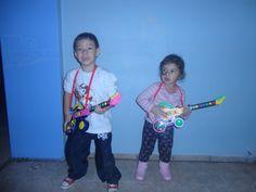 Bueno, no parece, pero ya soy tía abuela... jajaja Estos son João Gabriel, tiene 5 años e su hermana  Manuela - con 3 años. Mis amores!!!!