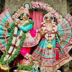 Offer Tulasi Hara Seva to Lord Krishna on this auspicious day and receive His blessings. Radha Krishna Temple, Radhe Krishna, Laddu Gopal, Lord Krishna Images, Hare, My World, Princess Zelda, Christmas Ornaments, Garlands