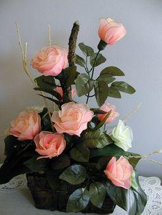 A harisnyavirág-készítés egy egészen egyedülálló hobbitechnika, az elmúlt években tényleg elképesztő színvonalra fejlődött. A mai blogbejegyzésben ezt a technikát szeretném alaposabban körüljárni, illetve sok-sok inspiráló ötletet mutatni nektek az alkotótevékenységhez. Nylon Flowers, Faux Flowers, Diy Flowers, Flower Vases, Flower Decorations, Fabric Flowers, Flower Pots, Paper Flowers, Arreglos Ikebana