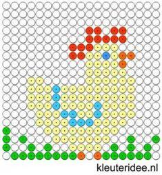 Kralenplank kip, thema lente,  kleuteridee.nl , free printable  Beads patterns preschool.