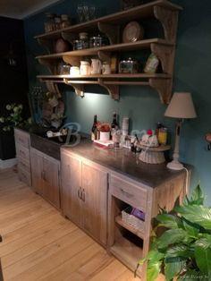 ll-kitch01a-cottage keuken in den met blauwe hardstenen afwasbak