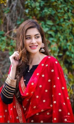 Dpz for girls Pakistani Fashion Casual, Pakistani Dresses Casual, Pakistani Dress Design, Punjabi Girls, Pakistani Girl, Pakistani Actress, Stylish Girls Photos, Stylish Girl Pic, Beautiful Girl Indian