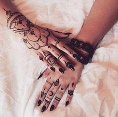 Henna gothic