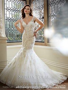 2d893d781c38 8 fantastiche immagini su Guaina abiti da sposa