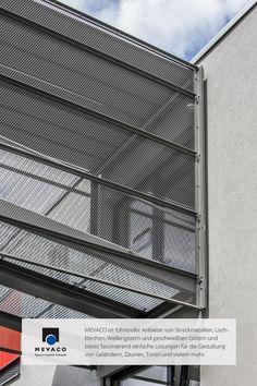 Die Spieler im Audi-Sportpark in Ingolstadt fühlen sich pudelwohl. Dafür sorgt auch ein Verbindungssteg zwischen Jugendhaus und Funktionsgebäude mit Absturzsicherung aus Streckmetall.  Mehr unter http://www.mevaco.de/fascination-45 #MEVACO #Absicherung #Aluminium #Streckmetall #FaszinationNo45