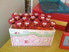 Elmo cake pops.