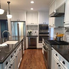 Supreme Kitchen Remodeling Choosing Your New Kitchen Countertops Ideas. Mind Blowing Kitchen Remodeling Choosing Your New Kitchen Countertops Ideas. Kitchen Cabinets Decor, Kitchen Countertops, Diy Kitchen, Kitchen Furniture, Kitchen Ideas, Awesome Kitchen, Kitchen Themes, Black Countertops White Cabinets, Beautiful Kitchen