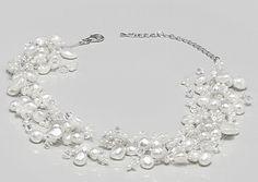 Eleganter Brautschmuck mit Perlen und Swarovski - Kristallen. Brautschmuck von A Marken Brautschmuck, Diademe, Kopfschmuck und Brautaccessoires für eine traumhafte Hochzeit