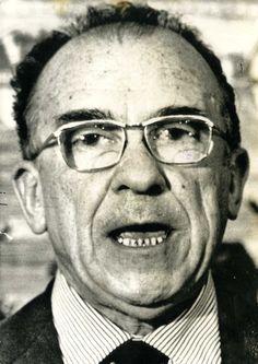 Fotografía de archivo distribuida el 22 de diciembre de 1976 con motivo de la detención de Santiago Carrillo en Madrid por miembros del Cuerpo de Policía. Foto Cifra Gráfica.