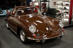 Sexy vintage '65 Coupe Porsche in brown