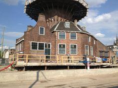 Delft | Het is goed te zien dat Molen de Roos is opgetild: pic.twitter.com/qE6xjNSt