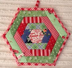 Hexi Potholder - I just love the combination of colors. There is a link contained in the blog for a hexi potholder.