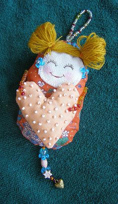 Dotee Doll - Cute little facial expression Fabric Dolls, Fabric Art, Paper Dolls, Fabric Crafts, Sewing Crafts, Sewing Projects, Tiny Dolls, Soft Dolls, Tilda Toy