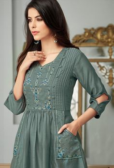 Sleeves Designs For Dresses, Dress Neck Designs, Stylish Dress Designs, Girls Dresses Sewing, Stylish Dresses For Girls, Simple Kurti Designs, Kurta Designs Women, Pakistani Dresses Casual, Pakistani Dress Design