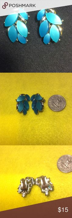 Pretty Leaf Clip On Earrings Turquoise/Teal Color These are a pair of preloved Clip on leaf earrings. Very beautiful especially for summer. Can dress 👗 up or down. Some slight scratches due to storage you can see them up close. They are not deep. Likely a little vintage have not seen this style often. non branded Jewelry Earrings