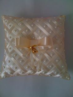 Cushion Embroidery, Diy Embroidery, Ring Pillow Wedding, Wedding Pillows, Diy Crafts For Girls, Diy And Crafts, Beaded Wedding Jewelry, Bow Pillows, Pillow Crafts