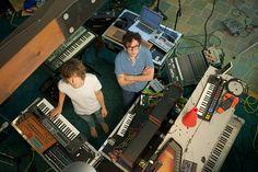 MGMT promete voltar mais psicodélico do que nunca em novo disco:  http://rollingstone.com.br/noticia/mgmt-voltara-mais-psicodelico-do-que-nunca-em-novo-disco/
