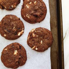 Ricardo Cuisine help you find the perfect cookie recipes. Delicious cookies recipes for you. Delicious Cookie Recipes, Yummy Cookies, Chocolate Cookies, Chocolate Desserts, Ricardo Recipe, Perfect Cookie, Chocolate Cherry, Desert Recipes, Sweet Tooth