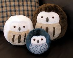 These owls look super cute. The artist has the pattern available for digital download, or takes private commissions!