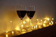 Randka przy kropelkach światła i dobrym winie musi się udać :)