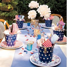 of July is just around the corner and that means it's time to celebrate Independence Day with family and friends. If you are looking to throw a party, then get ready to dress up your table with these of July table setting tips. 4th Of July Celebration, 4th Of July Party, Fourth Of July, Patriotic Party, Patriotic Decorations, Table Decorations, Memorial Day, 4. Juli Party, Independance Day
