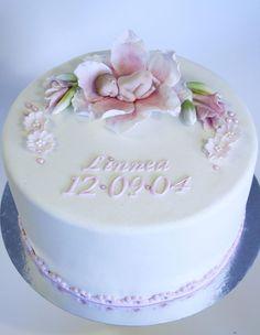 Fondant Baby, Fondant Cakes, Cupcake Cakes, Cupcakes, Torta Baby Shower, Cake Decorating Designs, Cake Designs, Christening Cake Girls, Lily Cake
