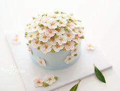 . 벚꽃 블라썸~ 꼬옥~ 벚꽃을 가득 올린 케이크를 선물하고 싶으시다고 주문해 주신 여자친구 생일케이크~ 좋은날 되셨길 바랍니다~^^ . . . #블랑비케이크 #플라워케이크 #블라썸 #벚꽃 #벚꽃케이크 #플라워케이크클래스 #여자친구생일 #버터크림플라워케이크 #플라워케익 #케이크 #취미 #디저트  #선물 #베이킹 #케익스타그램 #꽃스타그램 #꽃케익 #버터크림케이크 #버터크림 #합정 #럽스타그램 #flowercake #flower #cake #dessert #buttercreamcake #buttercream #class #koreanflowercake